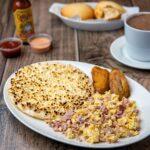 Arepa con Queso y Huevos con Jamon