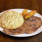 Carne Asada Con Arepa Con Queso